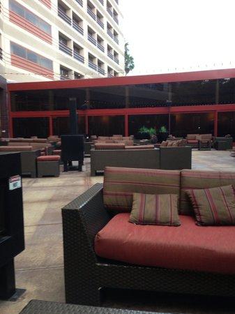 Marina del Rey Marriott: Glow--patio