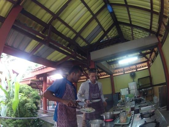 Smart Cook Thai Cookery School: cooking thai