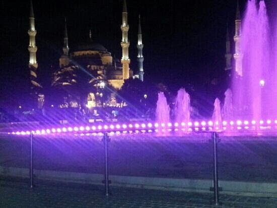 Dara Hotel Istanbul: night view off mosque