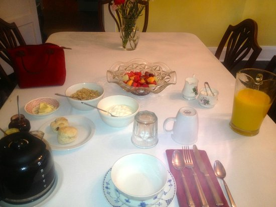 The Londoner Bed & Breakfast: Breakfast for one!!!