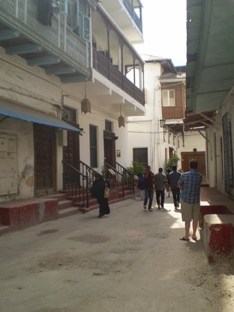 Zanzibar Palace Hotel: View of hotel from street