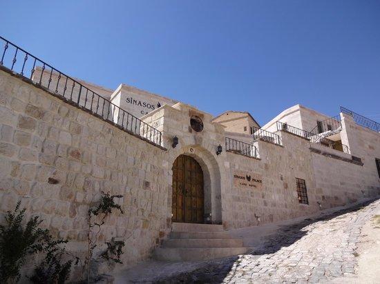 Sinasos Palace Cave Hotel: ホテルの外観