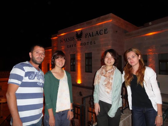 Sinasos Palace Cave Hotel: オーナーさんたちと