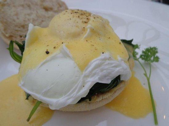 94DR: Eggs Benedict florentine