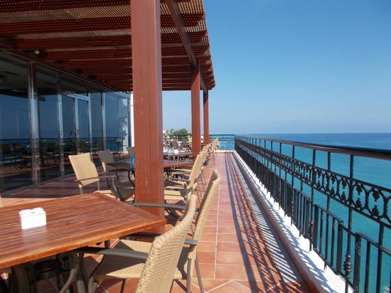 Hotel Servigroup Montiboli : bar over looking the sea