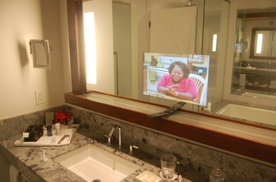 Fairmont Pacific Rim: Mirror with integrated TV-Screen