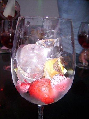Pink Flamingo Bar: Sangria residues !