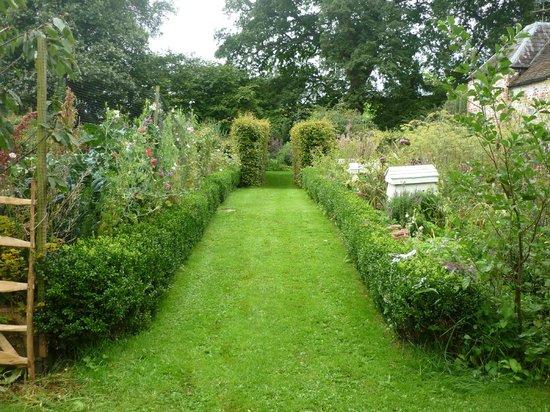 Brook Farm: Beautiful Gardens