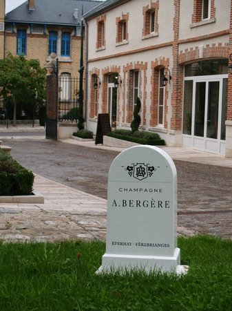 Champagne Andre Bergere : Courtyard