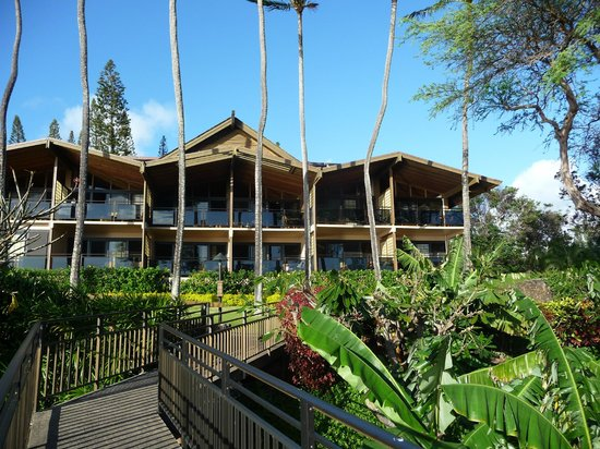 Napili Kai Beach Resort: Low rise buildings