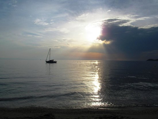 Sissy's Villas: sunset in front of the villa