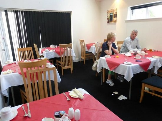 Harbour View Bed & Breakfast: Light and airy dining