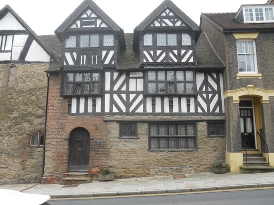 Orchard House Bed & Breakfast: House in Ludlow