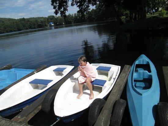 Castle Podewils Hotel: Es gibt auch Boote am See