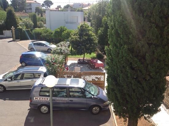 Kimi Residence : parcheggio e giardinetto privato