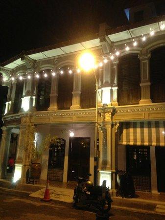 Museum Hotel: Facade at night