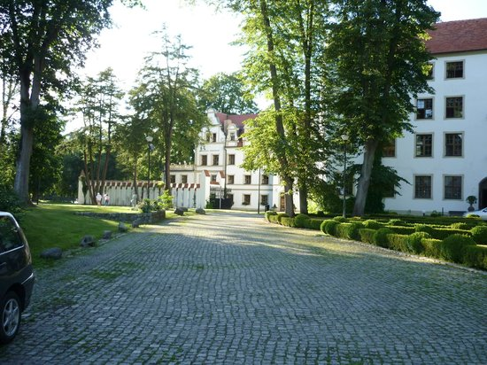 Castle Podewils Hotel: Main Drive In