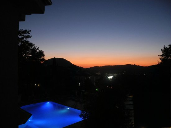 Tunacan Hotel: Sunset view from balcony