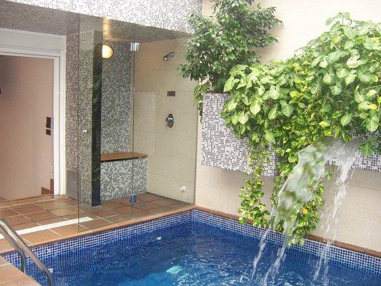 foto de zouk motel alcal de henares piscina privada en