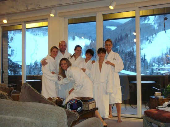 "Vail's Mountain Haus at the Covered Bridge: Prontos para ""hot tub"" ...vista da sala...linda!"