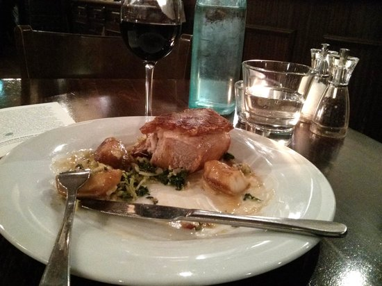 Prince Alfred & Formosa Dining Room: Very dry meat and sticking crackling