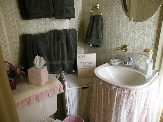 The Hound And Hare: The Quaint bathroom