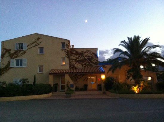 Cesario : L'entrée de l'hôtel