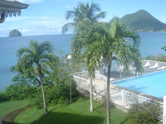 Diamant Beach : piscine et accés plage de l'hotel