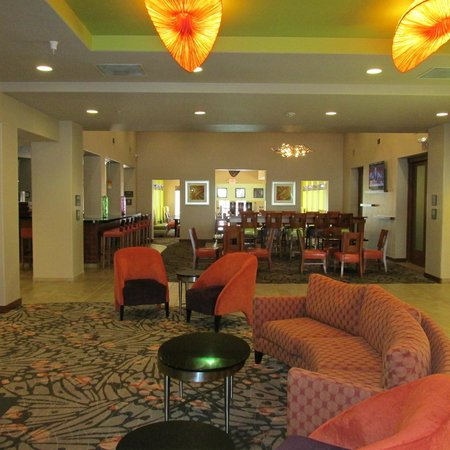 Hampton Inn Tropicana: Newly remodeled lobby
