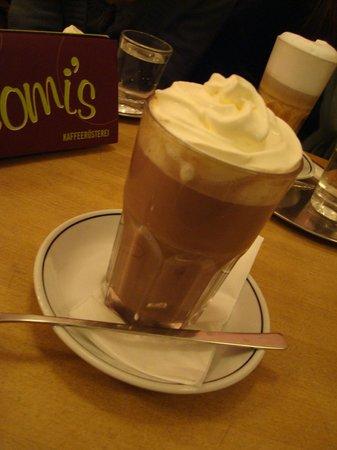 Barcomi's Kaffeerösterei: latte