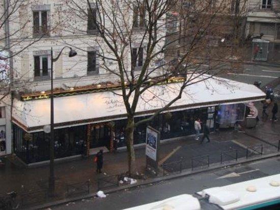 Villa Luxembourg: Restaurantes e peixaria em frente