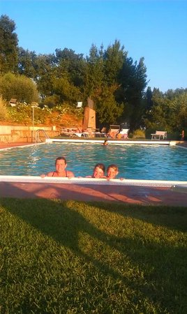 Borgo Grondaie: Family time in Pool!