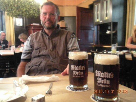 A dark bottled beer - Mahrs Bräu E.T.A. Hoffman (dunkles lagerbier). A fitting last  glass.