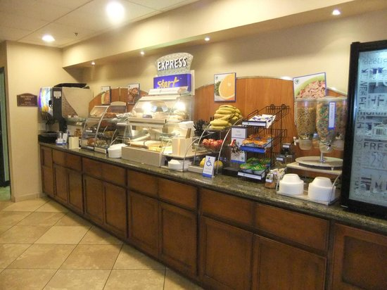 Holiday Inn Express Phoenix Airport (University Drive): Self service Breakfast
