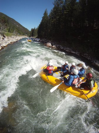 Geyser Whitewater Expeditions: Fun waves!