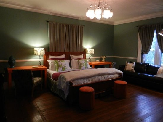 Parker House Inn and Restaurant: Kings sized beds