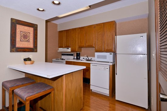 Arbor Suites At The Mall: Full Kitchens