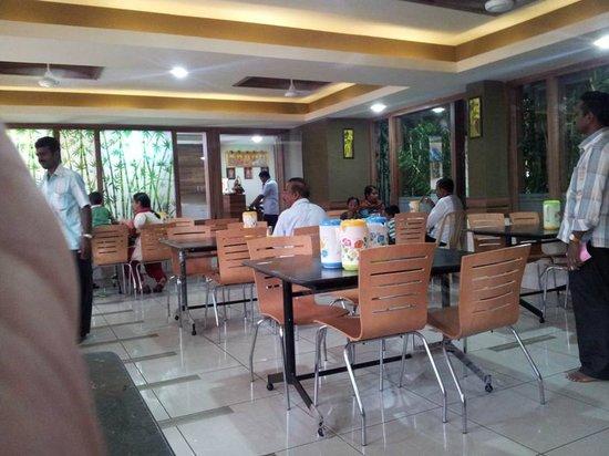 Hotel Ganpat: Restaurant - Ground floor