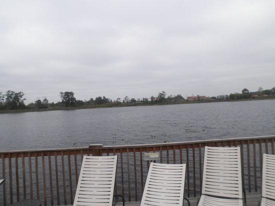 Lake Eve Resort: Afuera del hotel hay un lago....