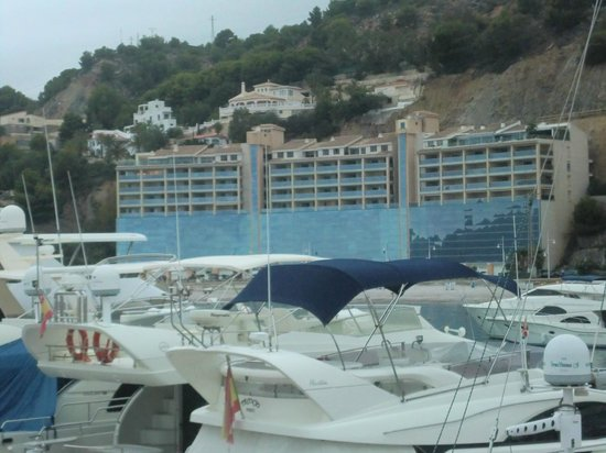 Pierre & Vacances Apartamentos Altea Beach: El Hotel visto desde la Marina de Greenwich