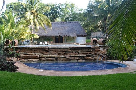 The Lodge at Uxmal: View of two swimming pools next to the restaurant
