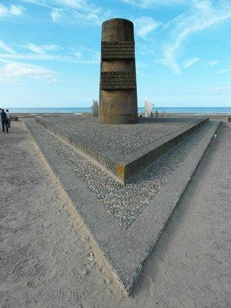 Omaha Beach: Il memoriale prospiciente la spiaggia