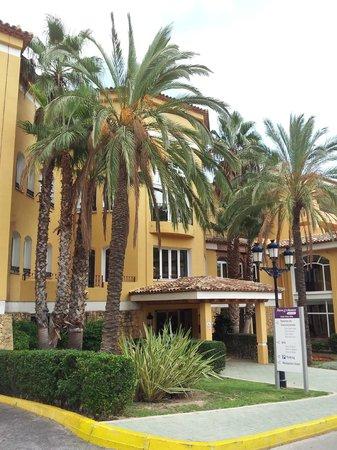 Marconfort Altea Hills : la entrada del hotel