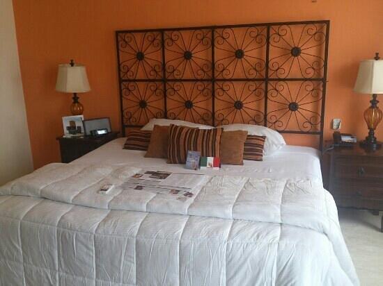 Koox Art 57 Boutique Hotel: la cama de la habitación superior