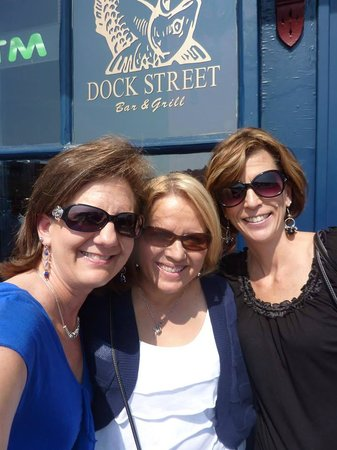 Dock Street Bar & Grill : Jenny, Lori and Lynn together again!