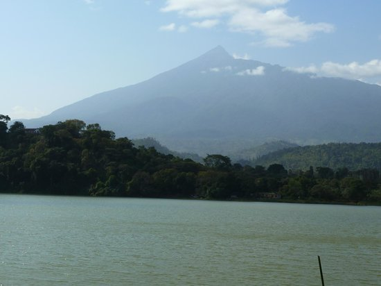 Lake Duluti Serena Hotel : View of Mount Meru when on Lake Diluti Trek