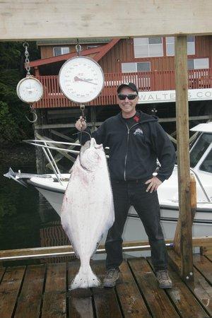 Walters Cove Resort: Dana's 59 pound Halibut!