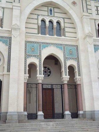 Hotel Le Majestic : basilique saint augustin