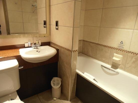 Mercure Chester Abbots Well Hotel: bathroom