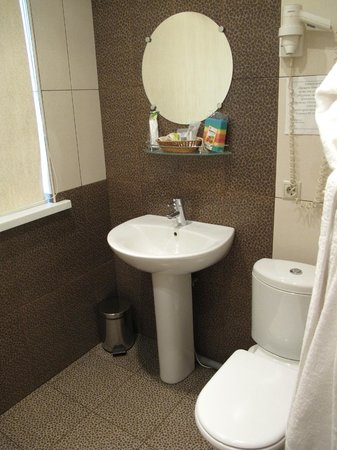 Small Hotel: Ванная в номере 102